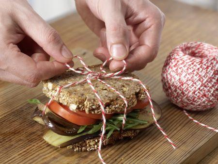sandwich mit schafsk se und gebratener aubergine rezept eat smarter. Black Bedroom Furniture Sets. Home Design Ideas