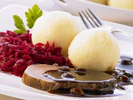 Sauerbraten auf rheinische Art mit Kartoffelknödel und Rotkraut
