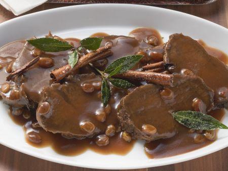 Sauerbraten mit Zimtsauce und Kartoffelgratin