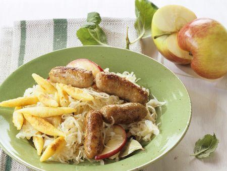 Sauerkraut mit Würstchen und Schupfnudeln