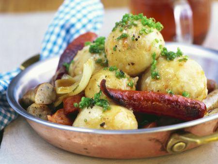 Sauerkrautklöse mit Bratwurstsoße