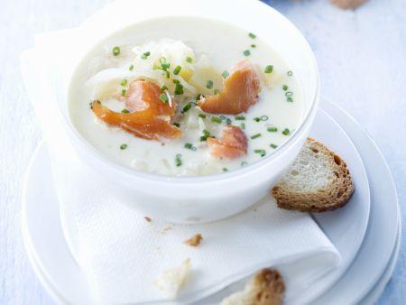 Sauerkrautsuppe mit Wildlachs