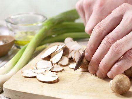 Scharfe Chinakohl-Wraps: Zubereitungsschritt 5