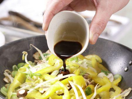 Scharfe Chinakohl-Wraps: Zubereitungsschritt 7