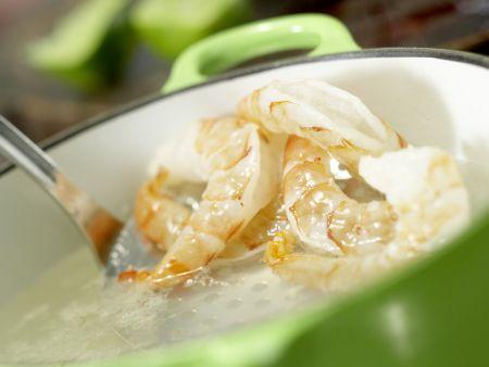 Scharfe Garnelen auf Avocadocreme: Zubereitungsschritt 2
