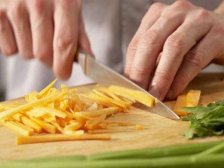 Scharfe Gemüsenudeln: Zubereitungsschritt 2