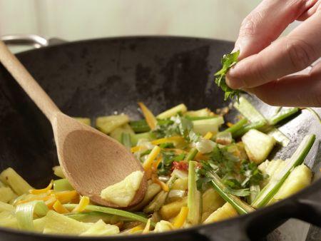 Scharfe Gemüsenudeln: Zubereitungsschritt 8