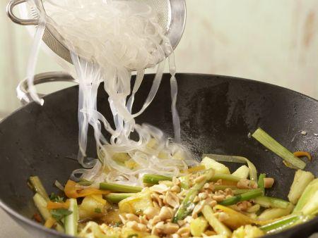 Scharfe Gemüsenudeln: Zubereitungsschritt 9