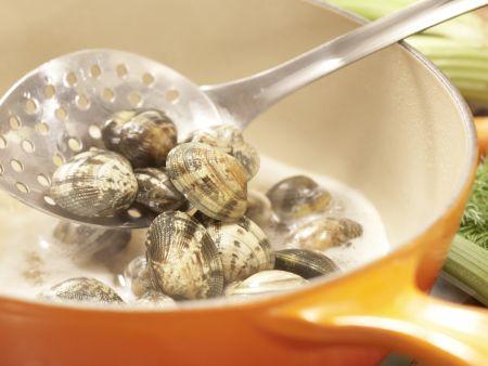 Scharfe Muschelsuppe: Zubereitungsschritt 2