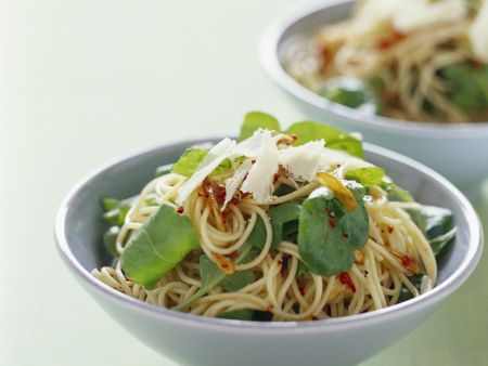 Scharfe Pasta mit Rucola und Knoblauch