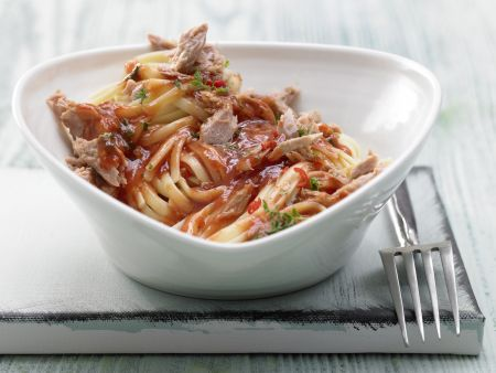 Scharfe Tomaten-Thunfisch-Pasta