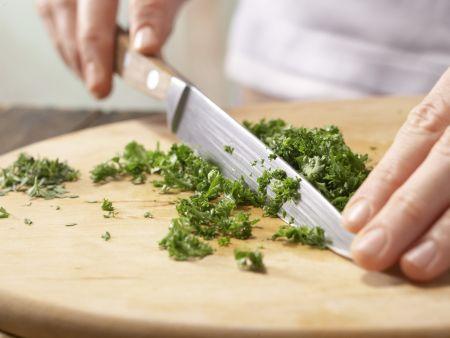 Scharfe Tomaten-Thunfisch-Pasta: Zubereitungsschritt 1