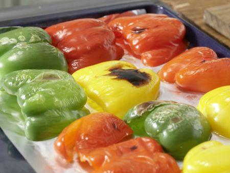 Schichtsalat mit Paprika und Sesam: Zubereitungsschritt 2