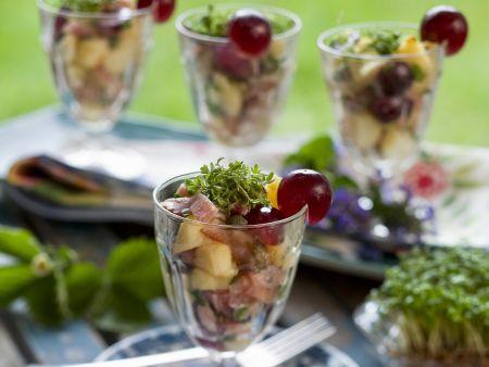 Schinken-Kartoffelsalat mit Trauben und Kresse