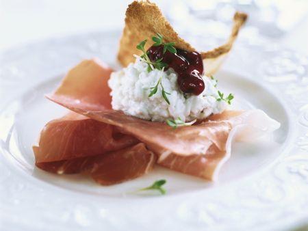 Rezept: Schinken mit Cottage Cheese und Preiselbeeren