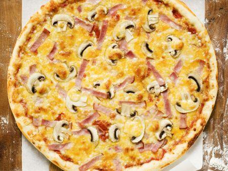 Rezept: Schinkenpizza mit Champignons
