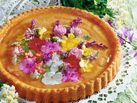 Schneller Kuchen mit Essblüten