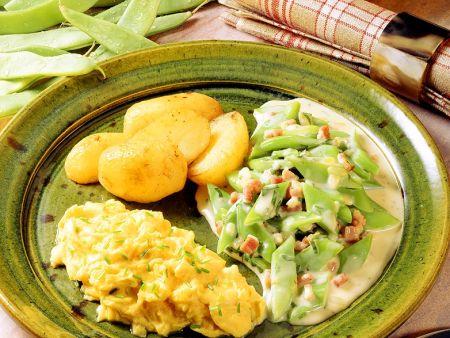Schnittbohnen in Speck-Rahmsauce mit Kartoffeln und Rührei