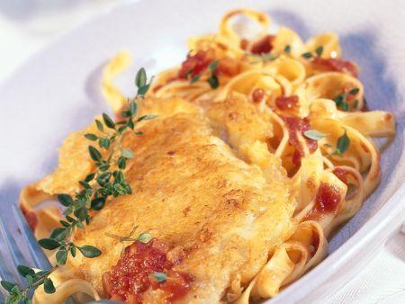 Rezept: Schnitzel in Parmesanhülle mit Bandnudeln