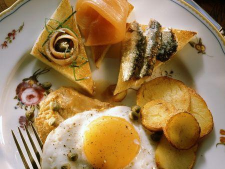 Schnitzel-Toast mit Ei
