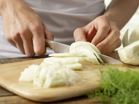 Schnitzel mit Tomatensauce und Polenta: Zubereitungsschritt 2