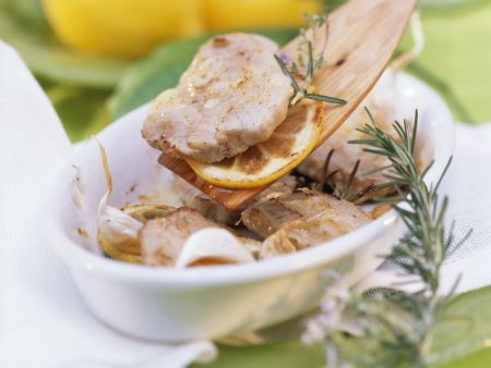 Schnitzel vom Kalb mariniert mit Zitrone und Rosmarin