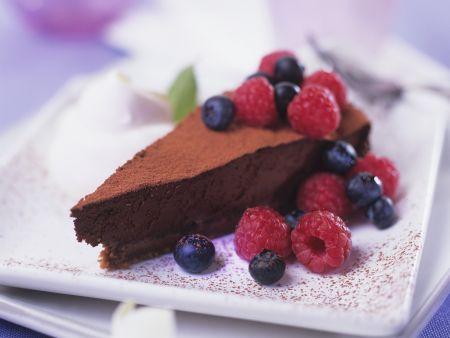 Schokoladen-Trüffel-Kuchen mit Beeren