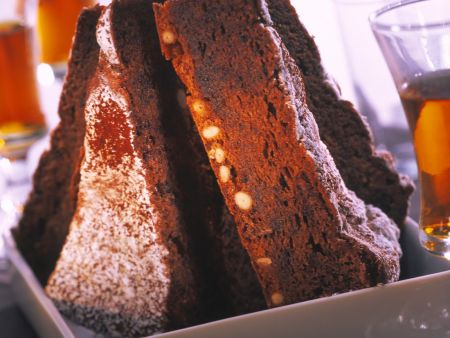 Schokoladenkuchen mit Pinienkernen