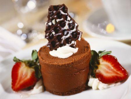 Schokoladenmousse mit Erdbeeren