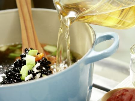 Schwarze Bohnensuppe: Zubereitungsschritt 6