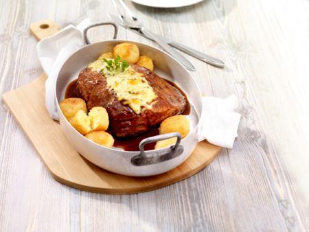 Schweinebraten mit Käse-Kartoffelbällchen