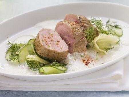 Schweinefilet auf Gurken-Ingwer-Salat