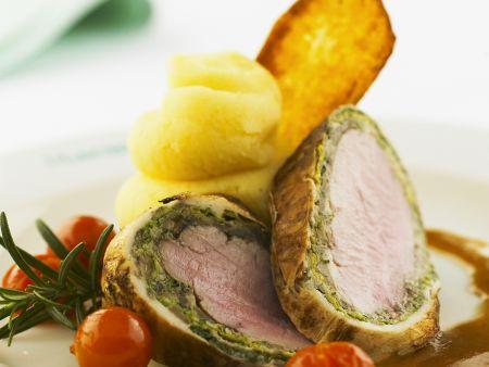 Schweinefilet im Kohlmantel mit Kartoffelpüree