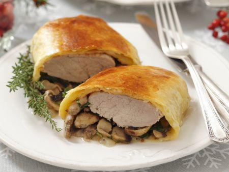 Rezept: Schweinefilet mit Pilzen im Strudelmantel