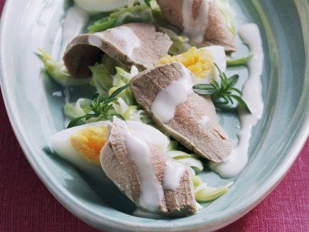 Schweinefilet mit Porreesalat und harten Eiern