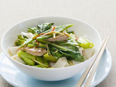 Rezept: Schweinefleisch mit asiatischem Blütenkohl und Reisnudeln