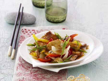 Schweinefleisch mit Gemüse in süß-saurer Sauce