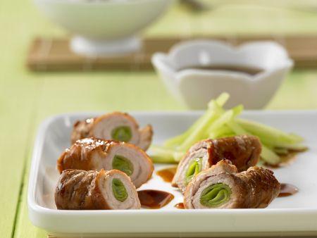 Schweinefleisch mit Gurkenfüllung und Teriyaki-Dip
