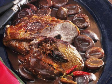 Schweinekamm mit scharfer Zwetschgen-Schokoladensoße