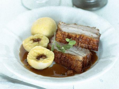 Schweinekrustenbraten mit Kartoffelklößen