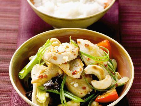 Schwertfisch mit Cashewnüssen und Gemüse auf asiatische Art