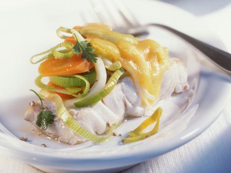 Seelachs mit Gemüse und Käse dazu Salzkartoffeln