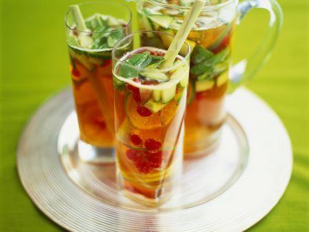 Sektbowle mit Früchten