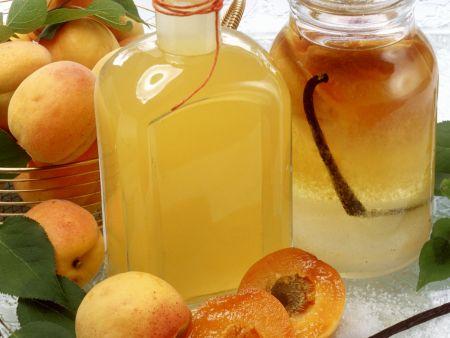 Selbstgemachter Aprikosenlikör