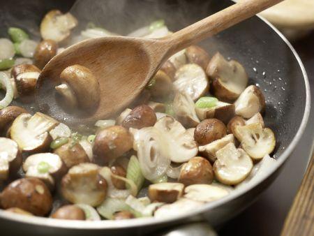 Sesampfannkuchen mit Pilzen: Zubereitungsschritt 3
