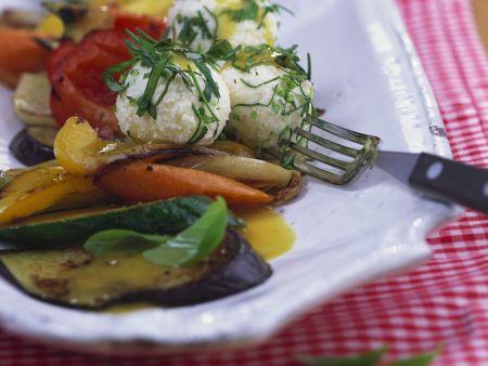 Sommergemüse mit Käsenocken und Honigvinaigrette