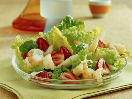 Sommerlicher Erdbeer-Scampi-Salat