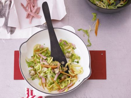 Spätzle mit Schinken und Gemüse