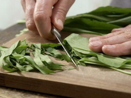 Spaghetti mit Bärlauch-Mandel-Pesto: Zubereitungsschritt 4