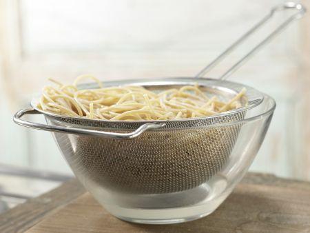 Spaghetti mit Bärlauch-Mandel-Pesto: Zubereitungsschritt 6